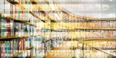 Buet væg af biblioteksreoler